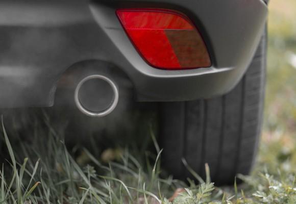 El tubo de escape de nuestro coche habla: tipos de humo y consecuencias